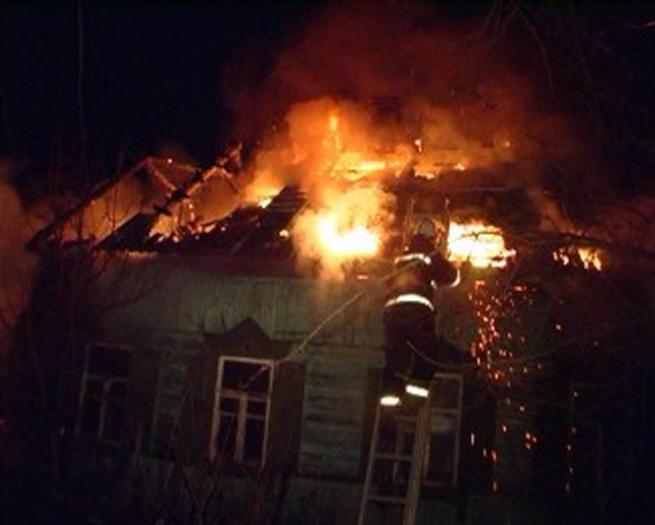 Пожар вдеревянном жилом доме начался ночью  вУльяновской области