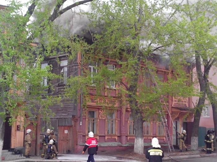Пожар наул.Крымова вУльяновске тушили 44 человека