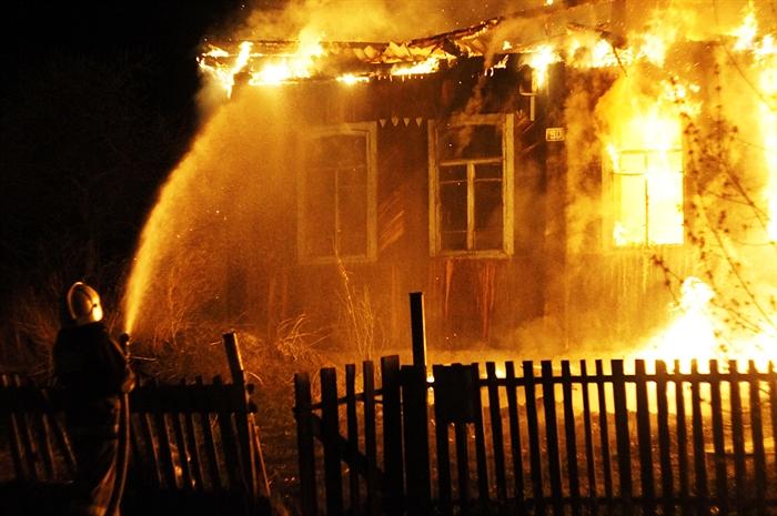 13 человек тушили пожар вВешкаймском районе