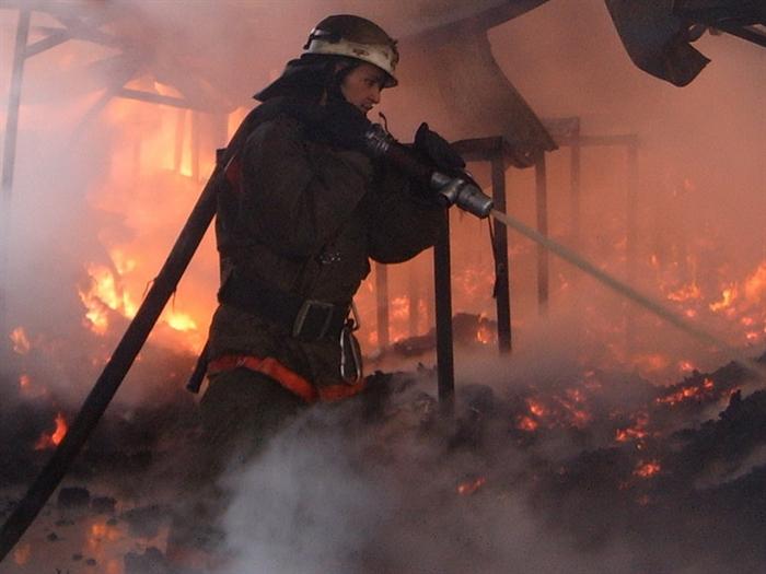 Из-за неисправности печи бани вЧуфарово сгорели надворные постройки