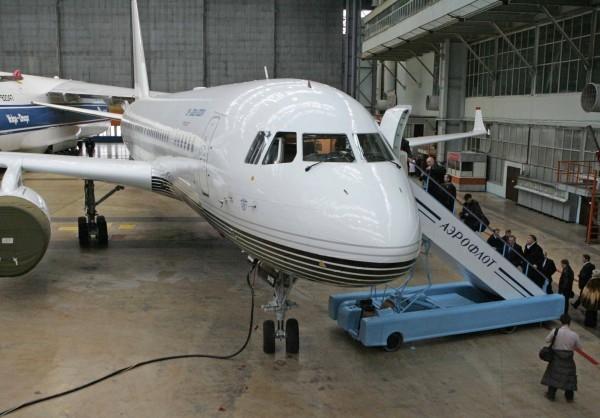 Премьер Медведев посетил учреждения ульяновского авиапрома