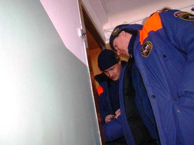 Ульяновские cотрудники экстренных служб вызволили изквартиры 91-летнюю пенсионерку