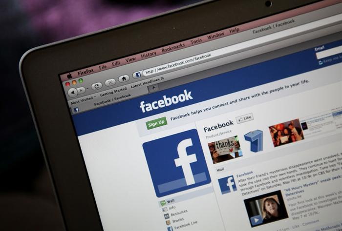 В фейсбук возникла возможность прикреплять GIF вкомментарии