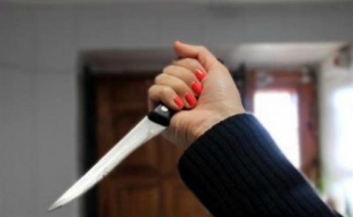 Женщина зарезала напавшего нанее насильника