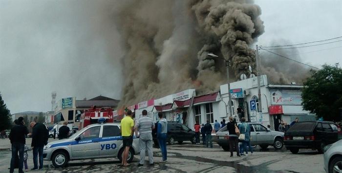 Вцентре Инзы уже пару часов немогут потушить мощный пожар