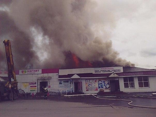 Интенсивный пожар вИнзе: сгорели несколько магазинов ицерковная лавка