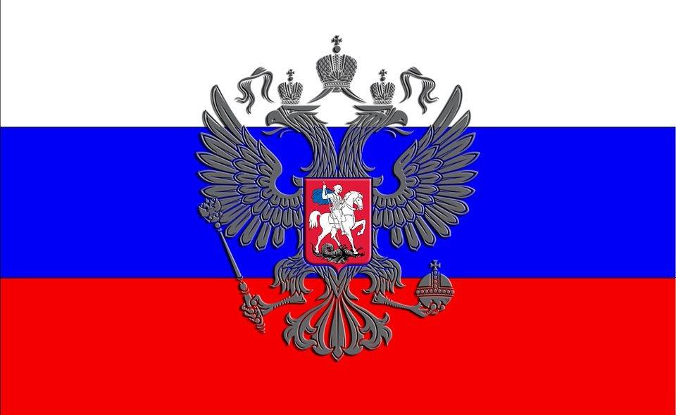 Жители России празднуют День Государственного флага