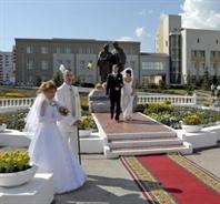 В рамках акции ещё 102 студента заключат законные браки
