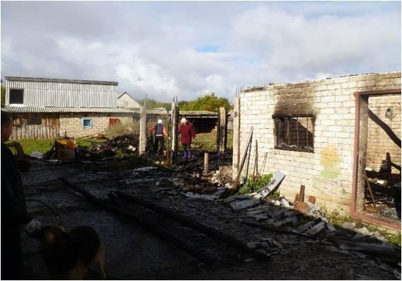 ВСтаромайнском районе огонь уничтожил сарай и сломал гараж