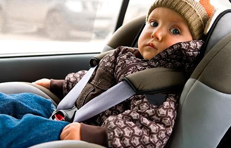 ВЗаволжье cотрудники экстренных служб достали годовалую девочку иззаблокированного автомобиля