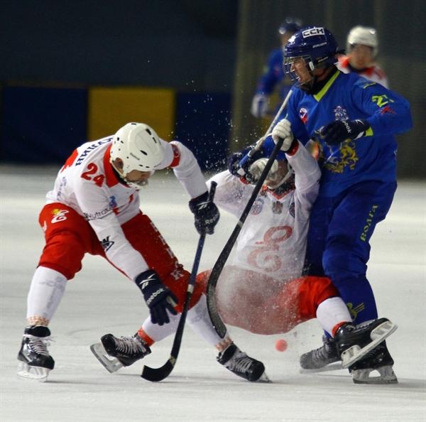 «Енисей» обыграл «Водник» вматче чемпионата Российской Федерации похоккею смячом
