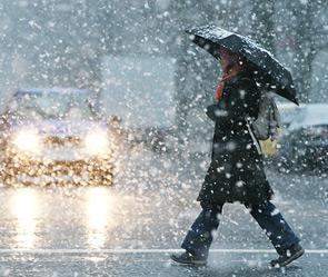 Очистка города от снега продолжается