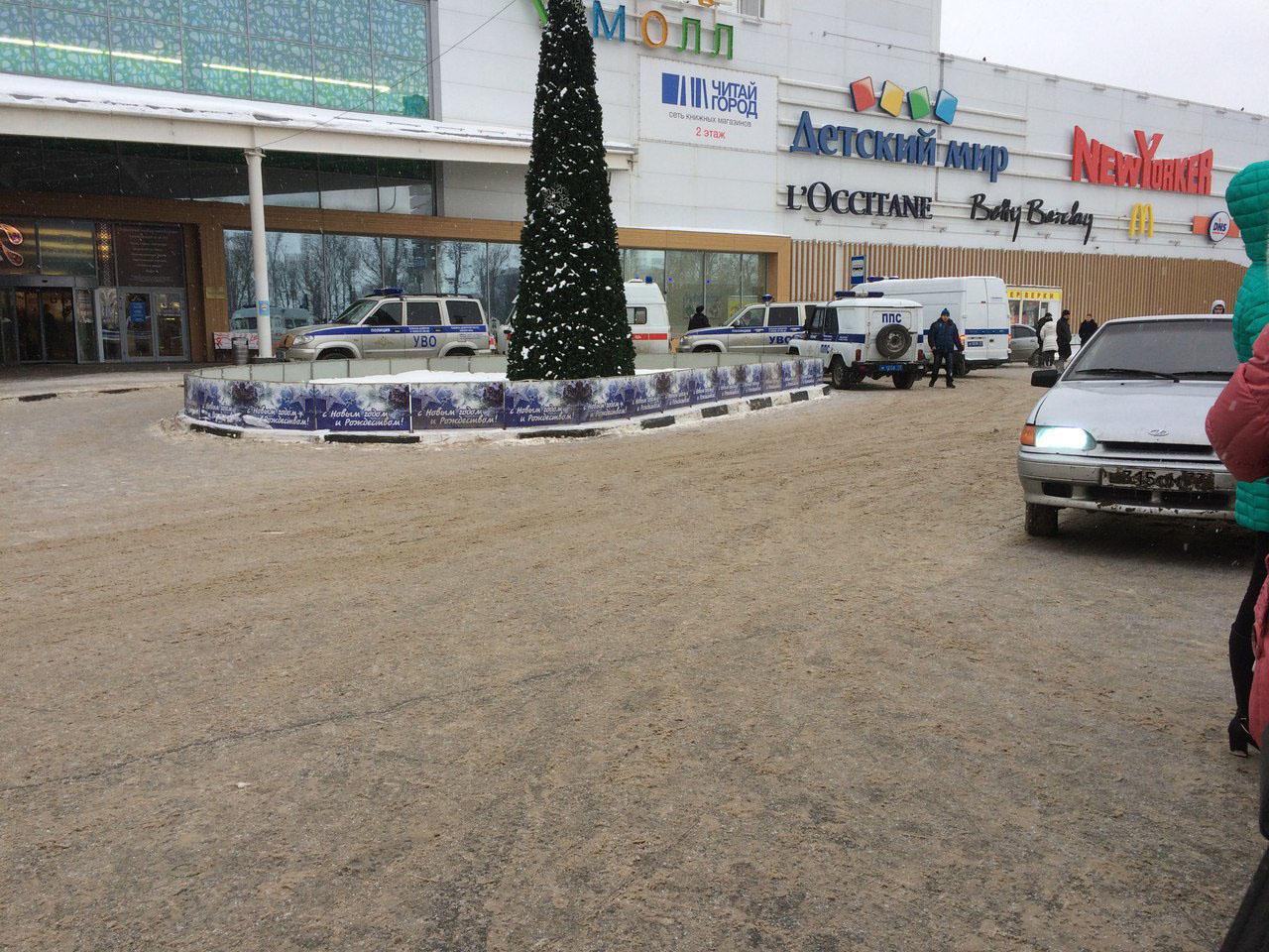 ВУльяновске из«Аквамолла» эвакуировали 1500 человек