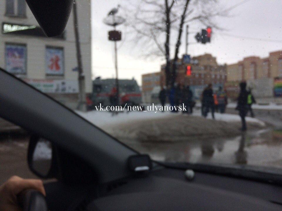 ВУльяновске машина «скорой помощи» врезалась в дом