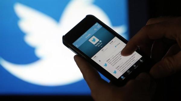Социальная сеть Twitter установит личности враждебных пользователей