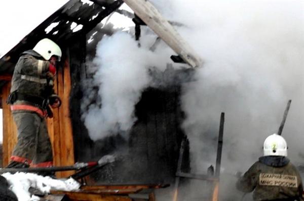 ВУльяновской области подожгли дом, хозяева которого живут пососедству