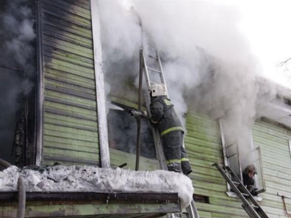 Ульяновские пожарные спасли мужчину, который зажегся, сидя вкресле