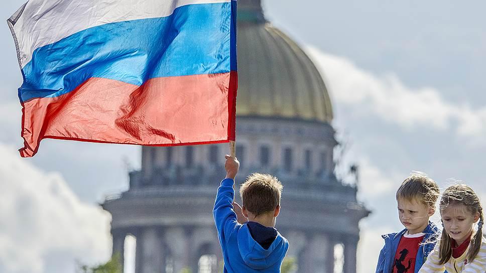 65% россиян видят РФ богатой ипередовой державой