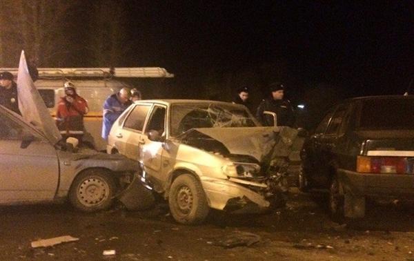 Небольшой ребенок пострадал при столкновении 3-х авто вУльяновске