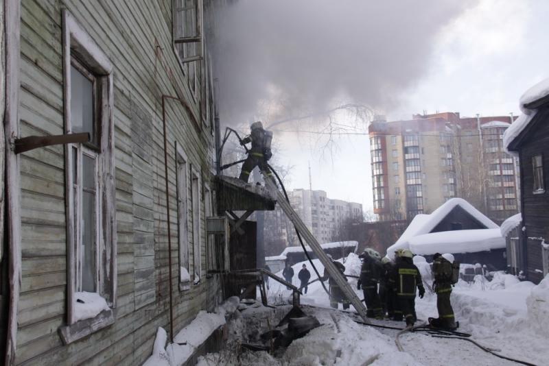 Из-за сигареты впоселке Меловой эвакуировали 22 человека