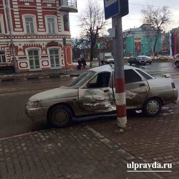 ДТП вцентре Ульяновска: машина «скорой» столкнулась с«десяткой»