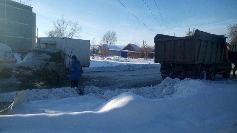 ВУльяновске «четырнадцатая» врезалась в«Гранту». Шесть человек вынуждены прибегнуть кпомощи медиков