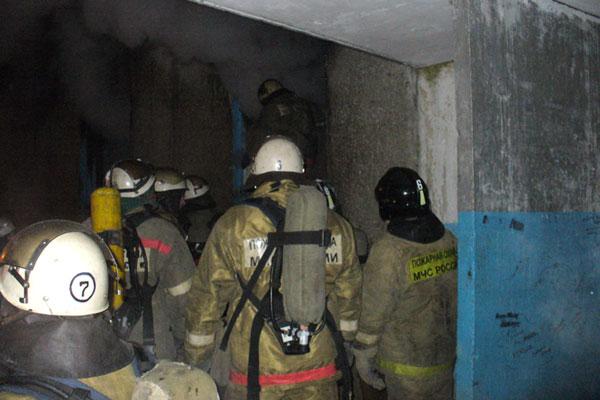 Пожарные эвакуировали подростка изпожара наЕфремова