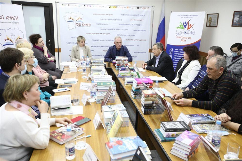 Сергей Морозов поздравил ульяновских писателей с праздником