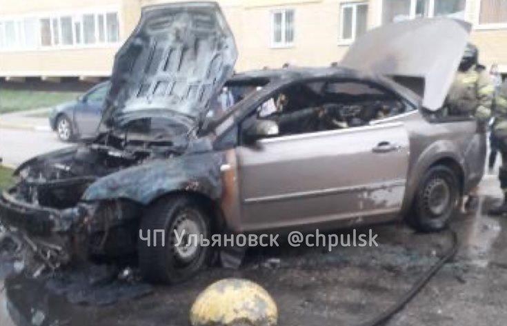 На Карбышева сгорел «Форд-Фокус»