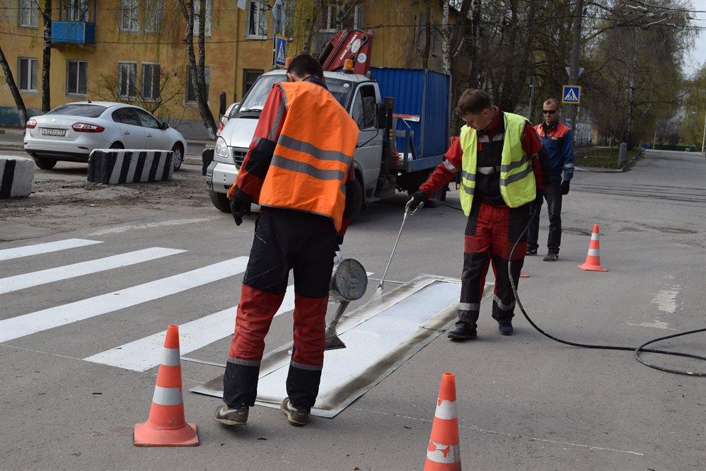 В Ульяновске начали наносить продольную дорожную разметку